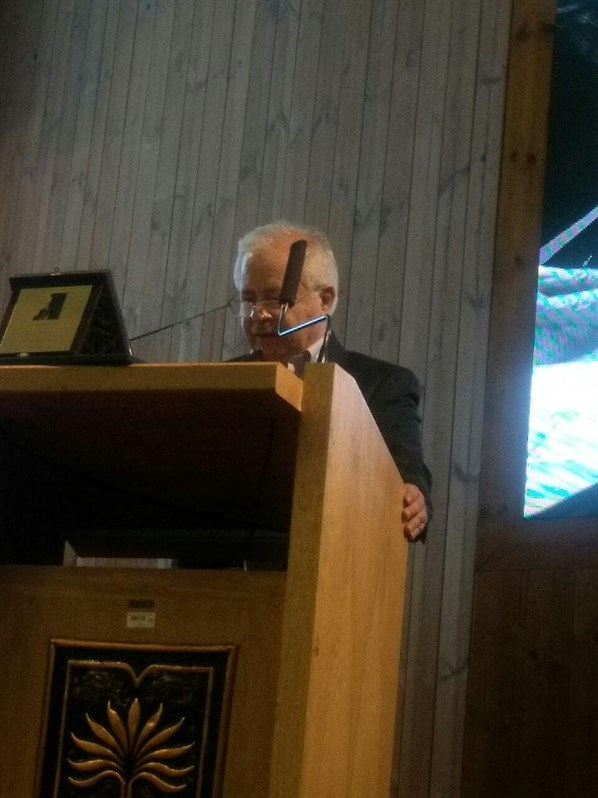 علیرضا قهاری نخستین نشان دکتر علی اکبر صارمی را دریافت نمود
