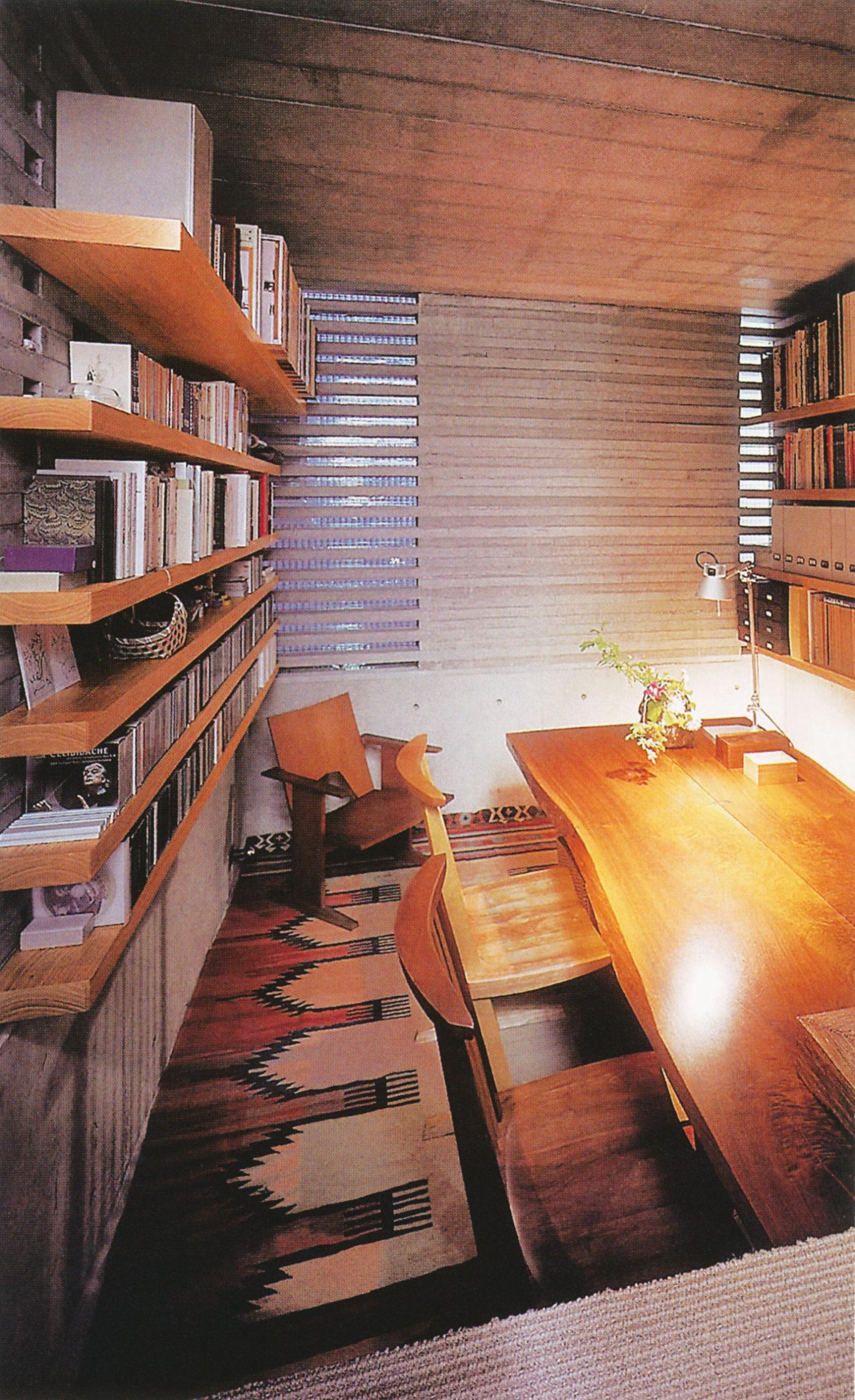 فضاهایی همچون حمام و دفتر کار که به حریم نور ملایمتری احتیاج دارند، در زیرزمین