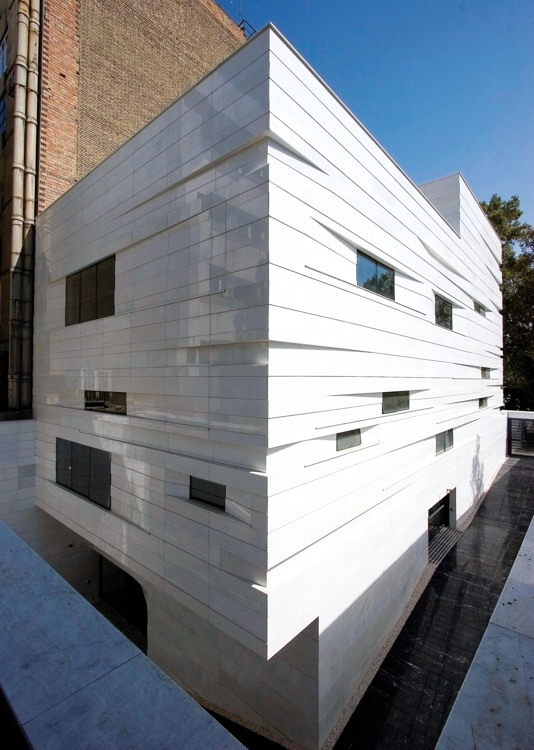 ساختمان اداری ولیعصر (عباس ریاحیفرد و فریناز رضوی نیکو)، 2012